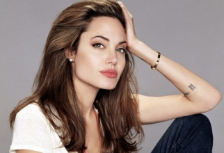Angelina Jolie HQ Wallpapers Pack 2010 (40 wallpapers)